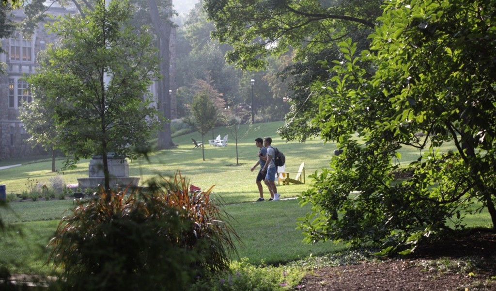 Students walking on UC front lawn